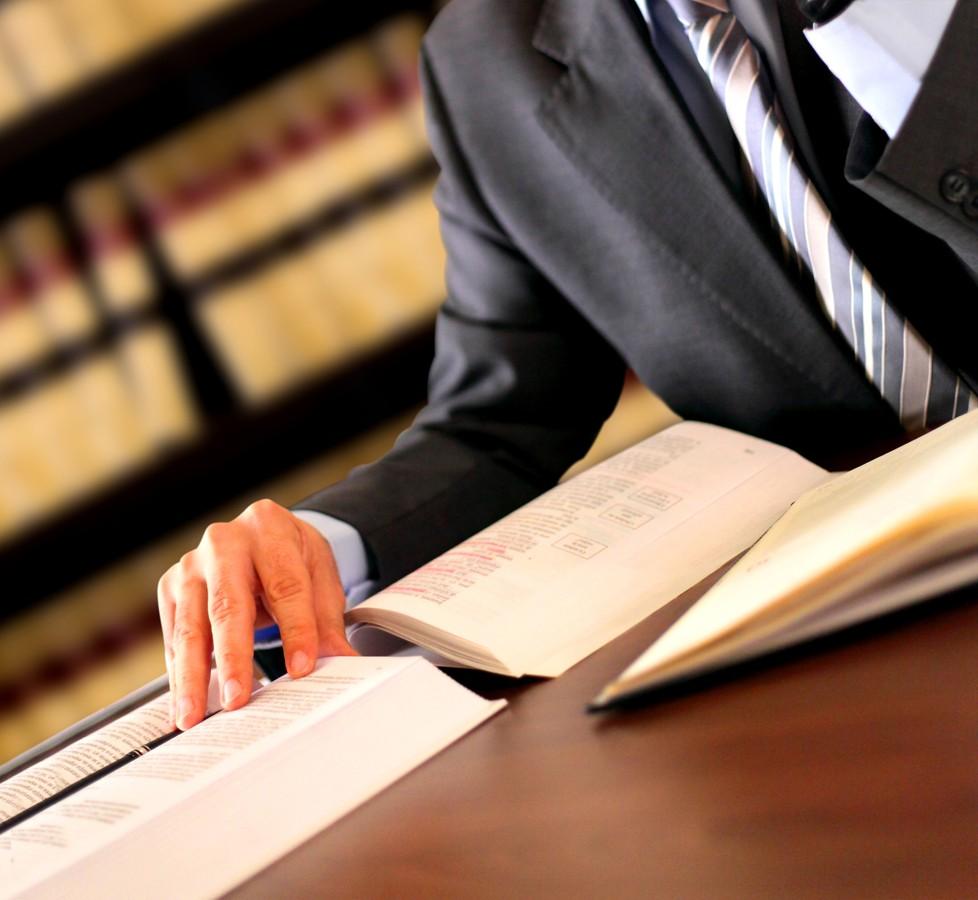 https://files.zdravotniregistr.cz/userdata/database/filesystem/category_photo/3/advokat/dreamstimeextralarge_19636087.jpg